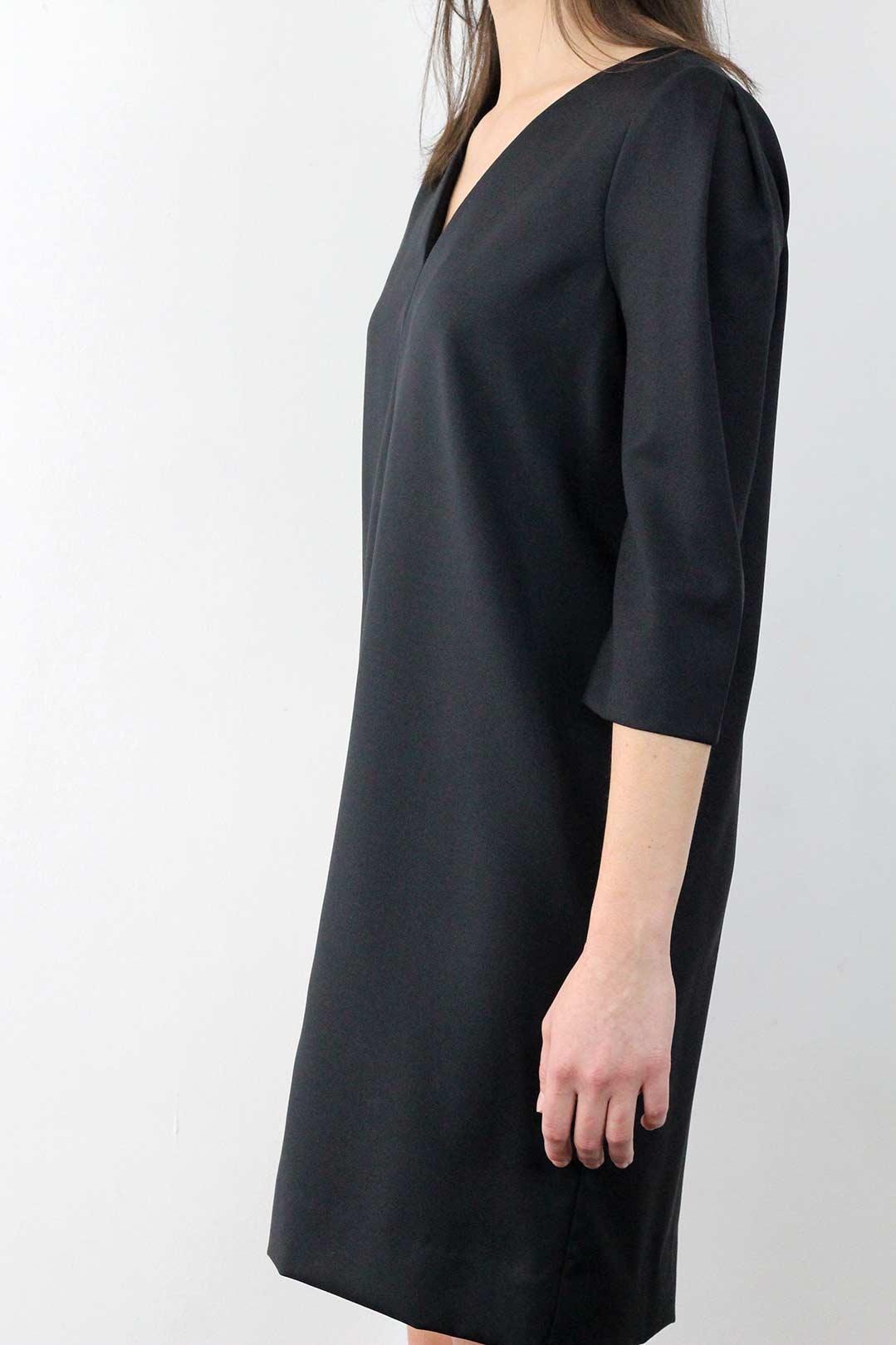 robe droite noire manche 3/4