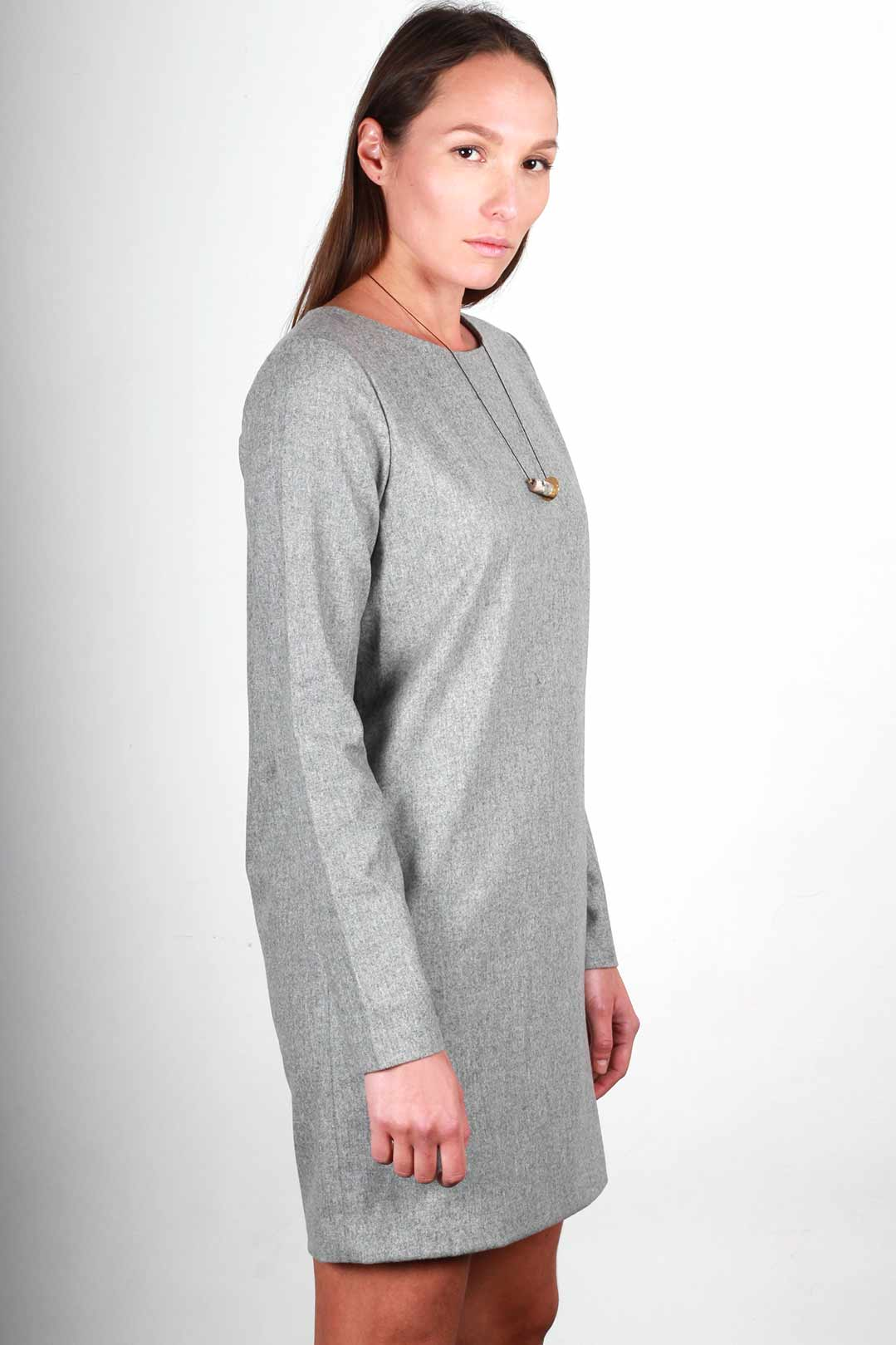 420cb6cce165 ATODE - Robe droite grise en laine flanelle manches longues - Made ...