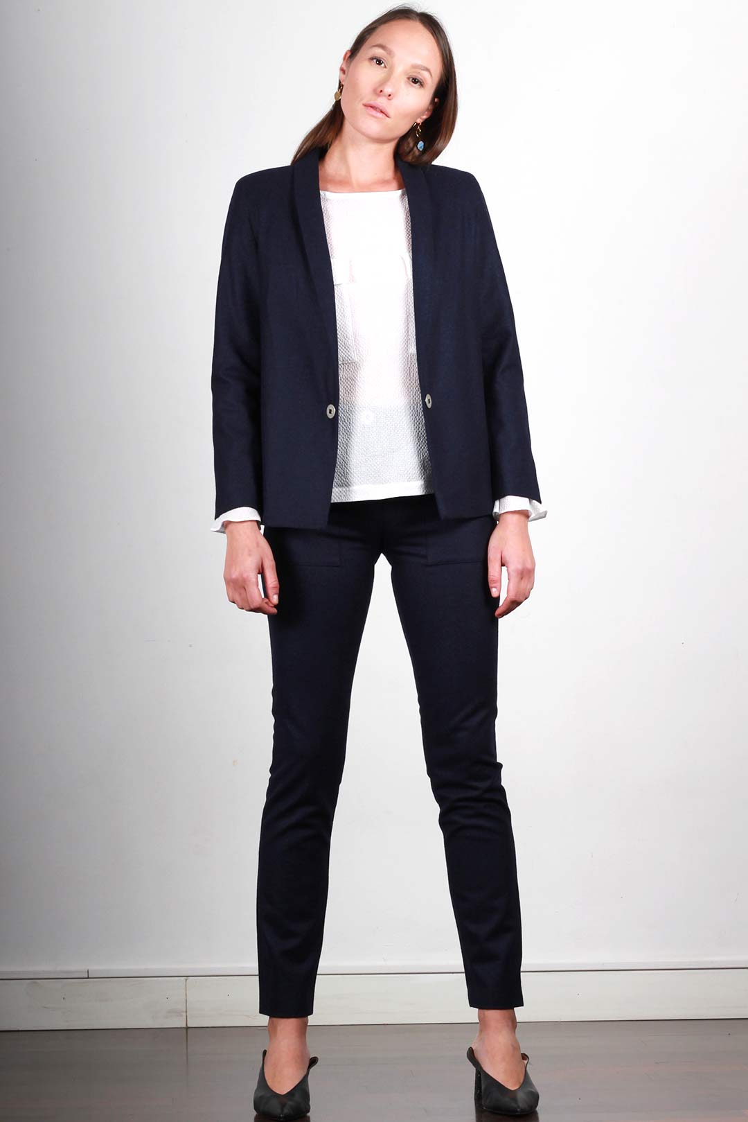 atode veste tailleur bleu marine femme en flanelle made in france. Black Bedroom Furniture Sets. Home Design Ideas