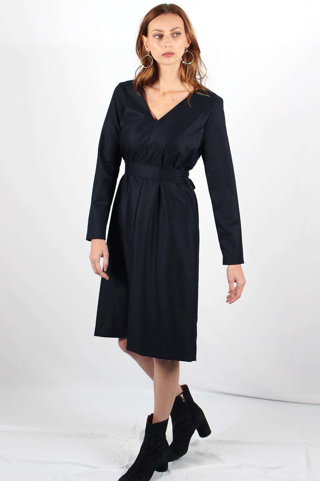 robe droite en laine bleu marine8