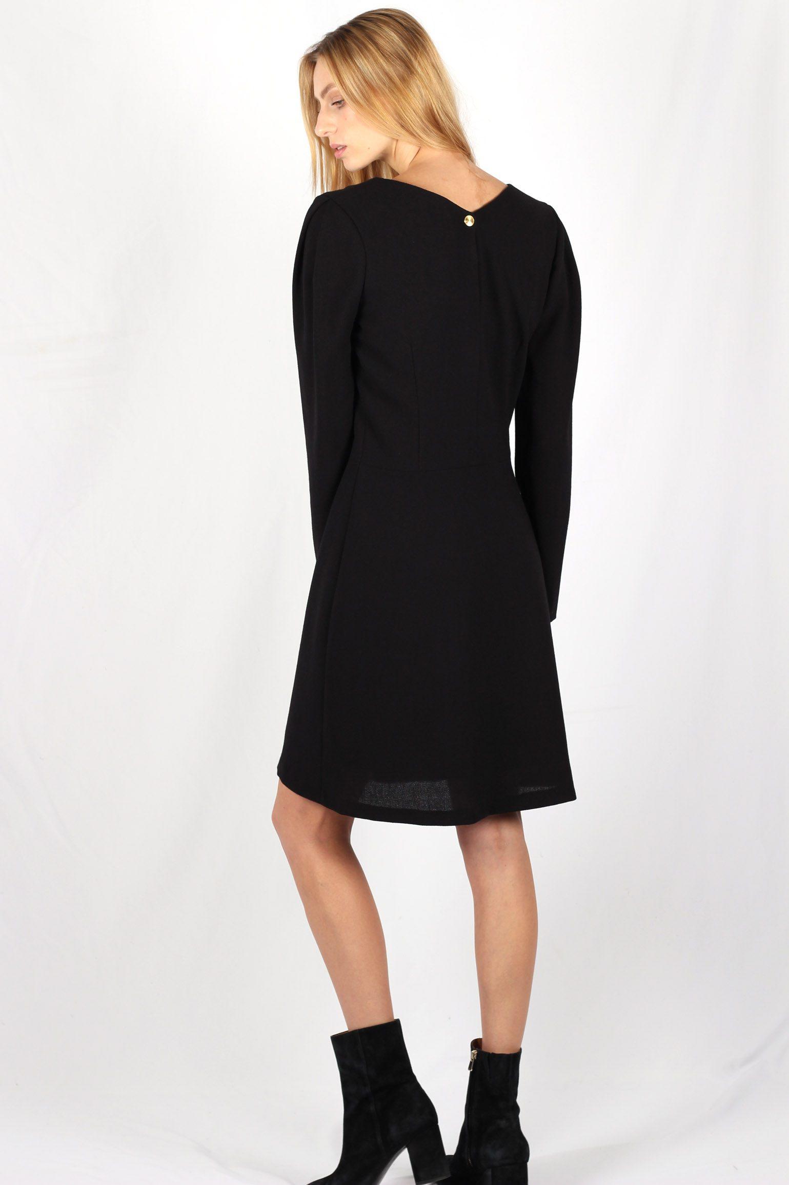 Robe noire cintrée en crêpe de laine2