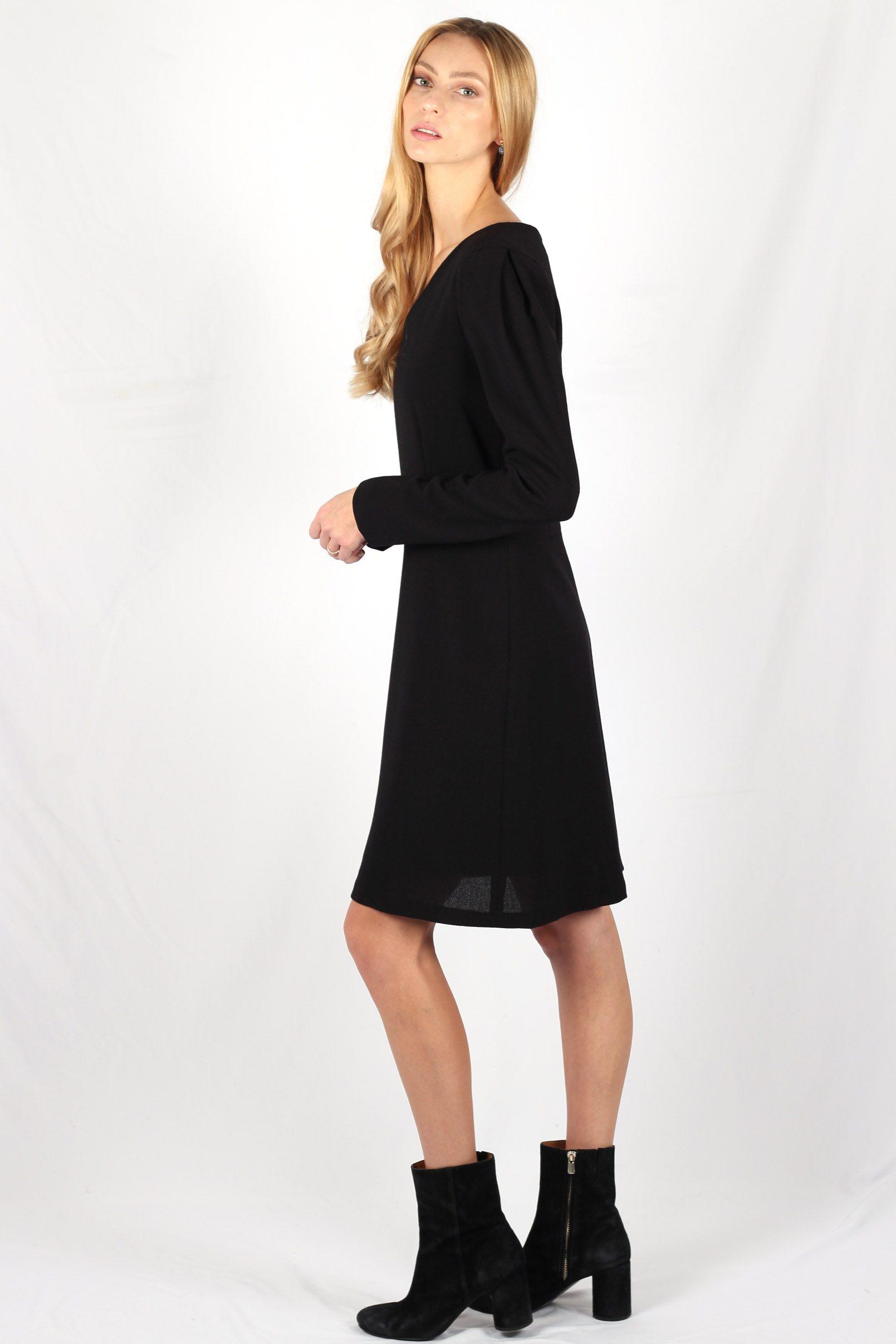 Robe noire cintrée en crêpe de laine7