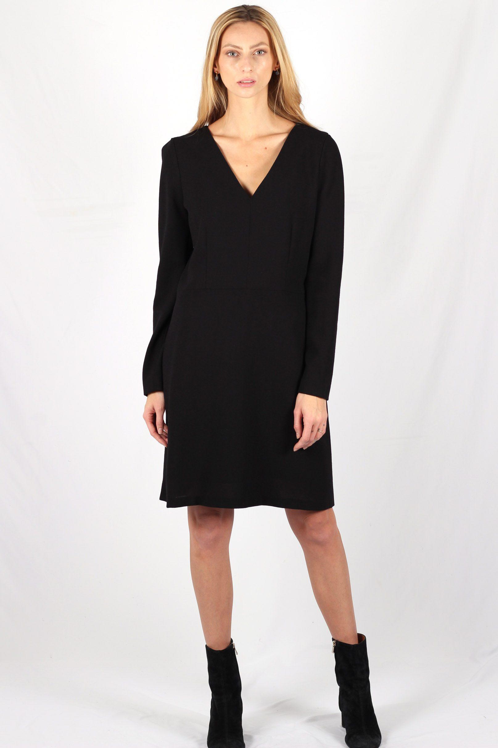 Robe noire cintrée en crêpe de laine8