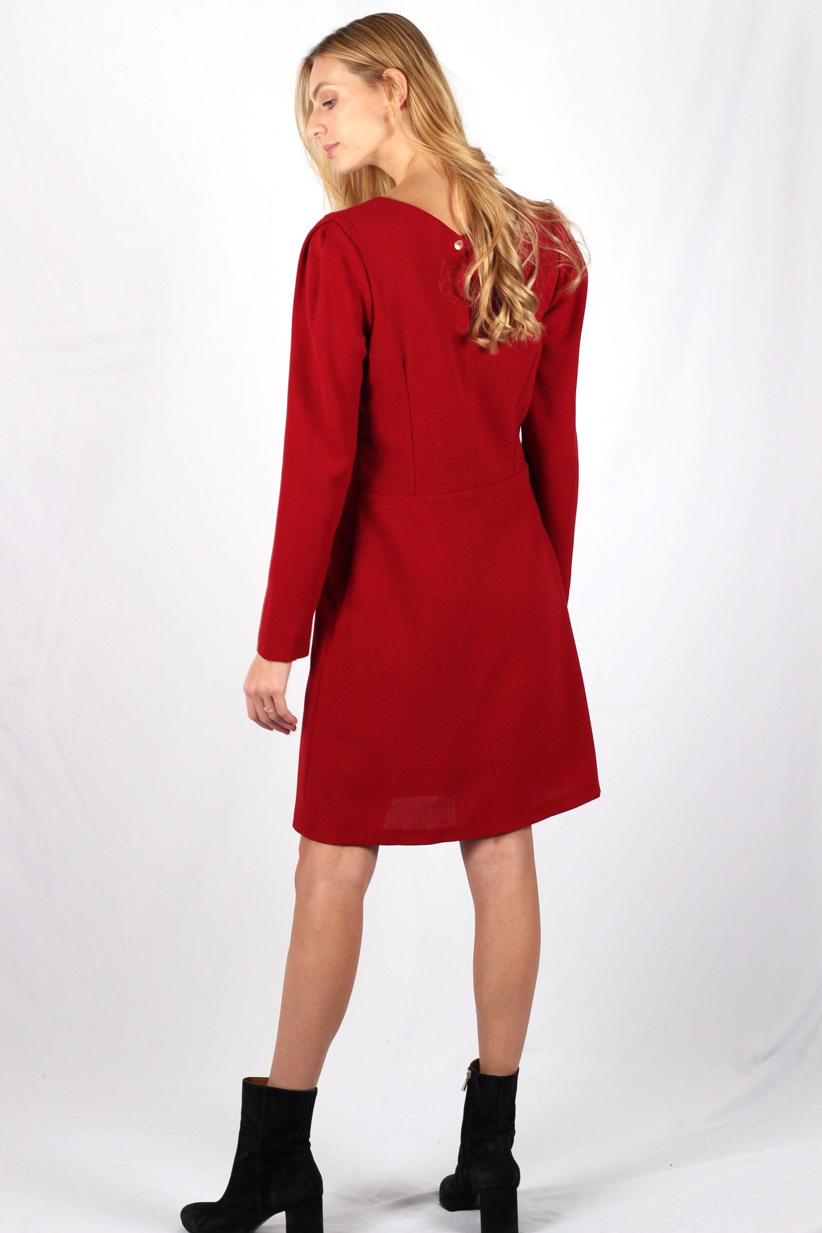 robe rouge cintrée en crêpe de laine4